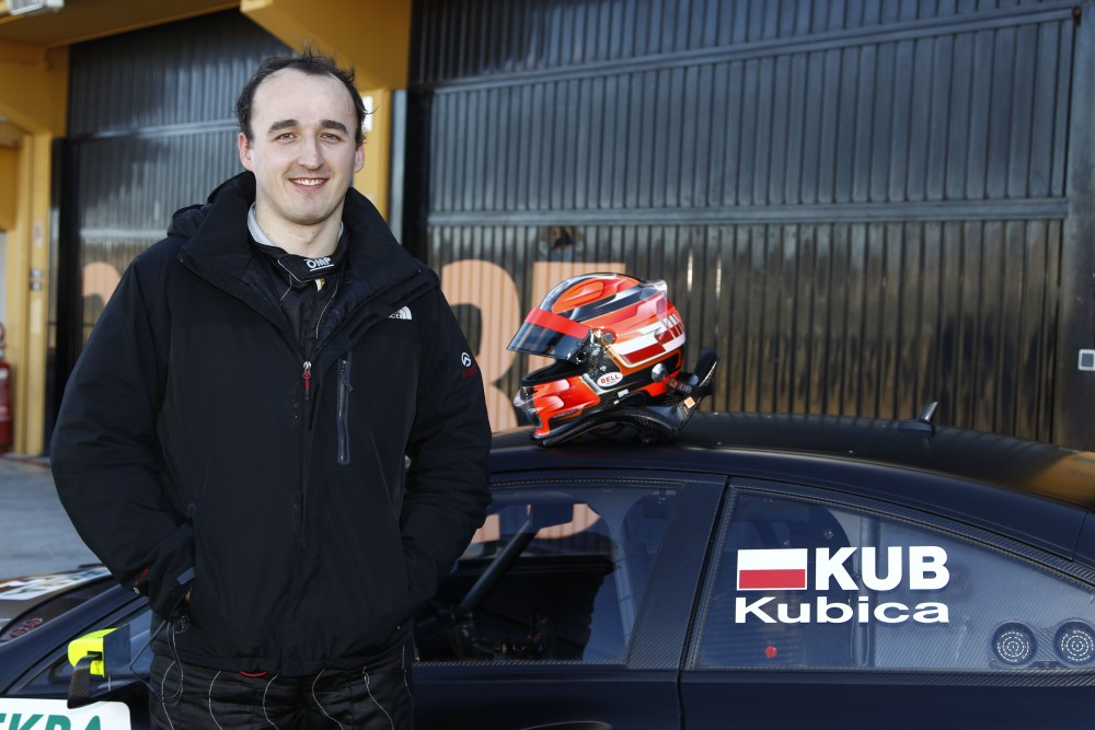 Kubica tests Merc DTM car - photo gallery (1/6)