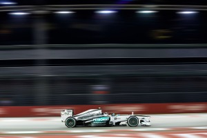 Lewis Hamilton set the fastest time in FP1 in Singapore (Mercedes)