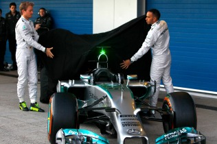 Nico Rosberg and Lewis Hamilton unveil the Mercedes W05 (Image: Mercedes AMG F1)
