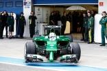 Marcus Ericsson leaves his pit garage in the Caterham CT05 (Andrew Ferraro/LAT Photographic)