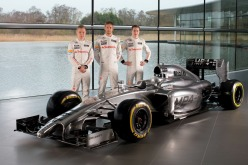 McLaren drivers Kevin Magussen, Jenson Button and Stoffel Vandoorne pose with the McLaren MP4-29 (Image: McLanen)